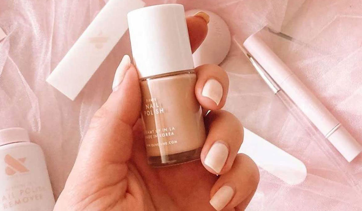 Acrylic And Gel Nails Are Toxic (But There Is An Alternative)