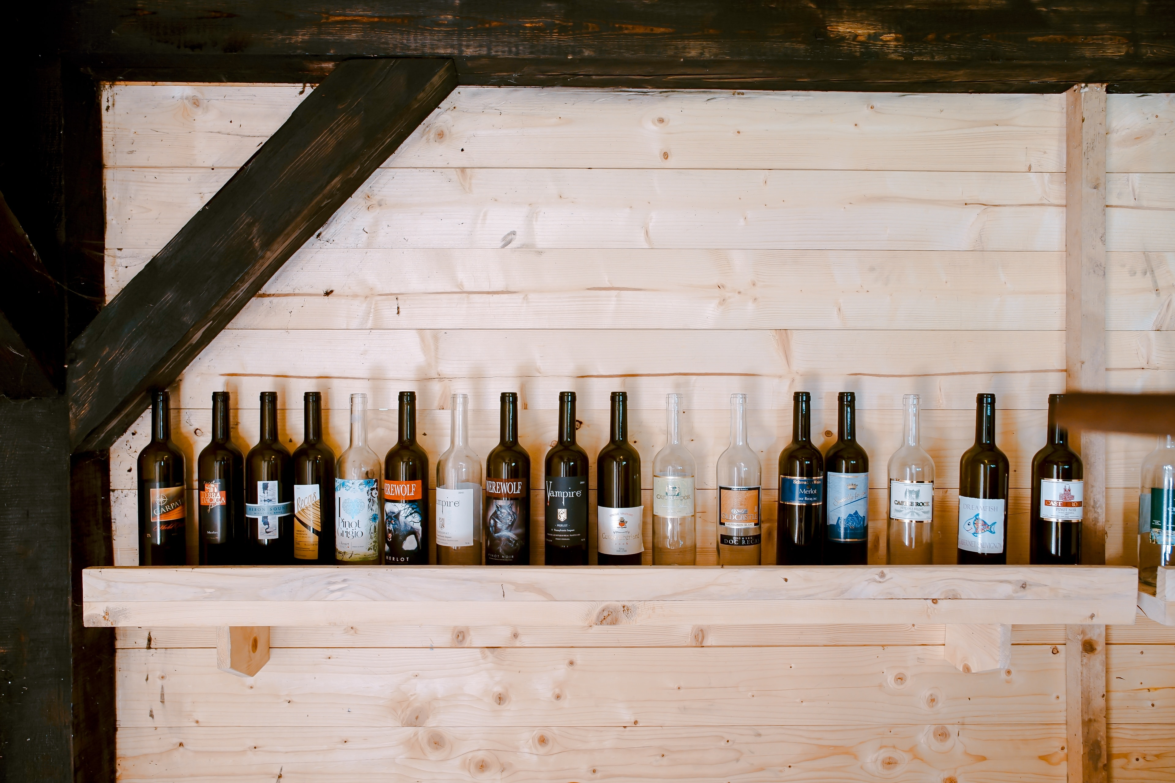 8 Recycled Wine Bottle Decorations For Your Wedding - mywedding