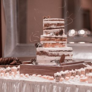 10 Winter Wedding Cakes That Creatively Ice Out Their Competition