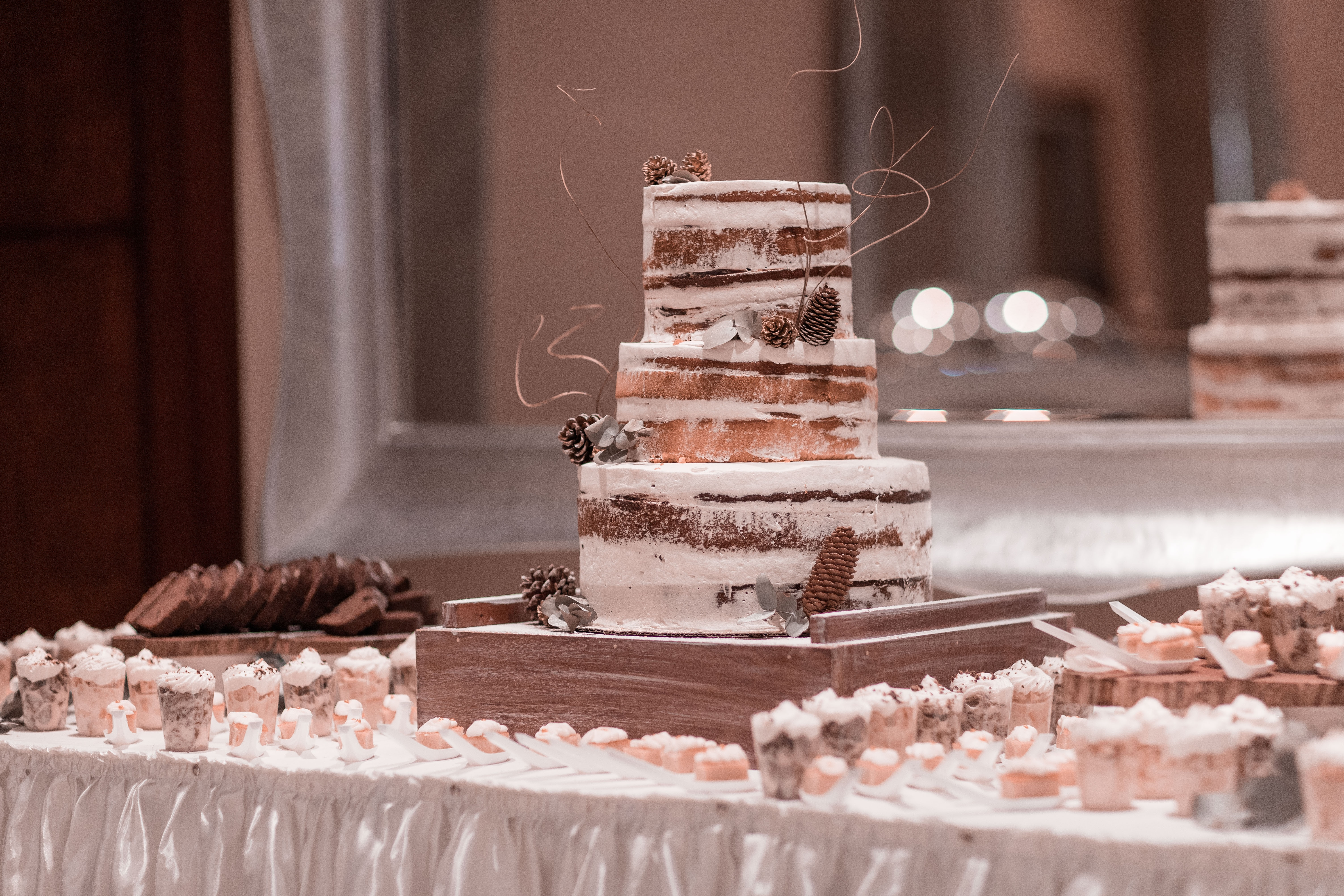 How to Create Your Wedding Cake Table Decor - mywedding