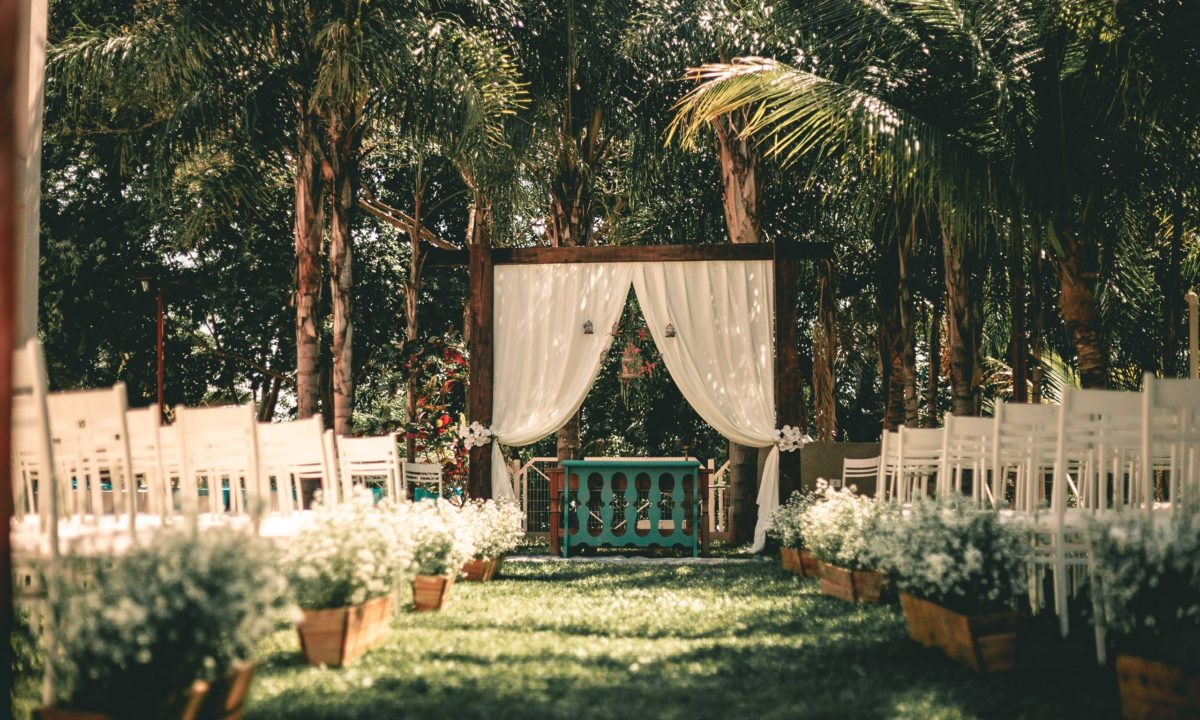 Bug Off! Tips for Keeping Bugs Away at Your Outdoor Wedding