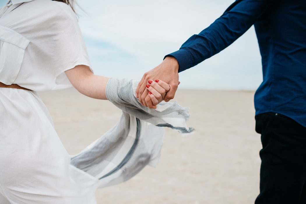 10 Ways to Create Modern Engagement Photos