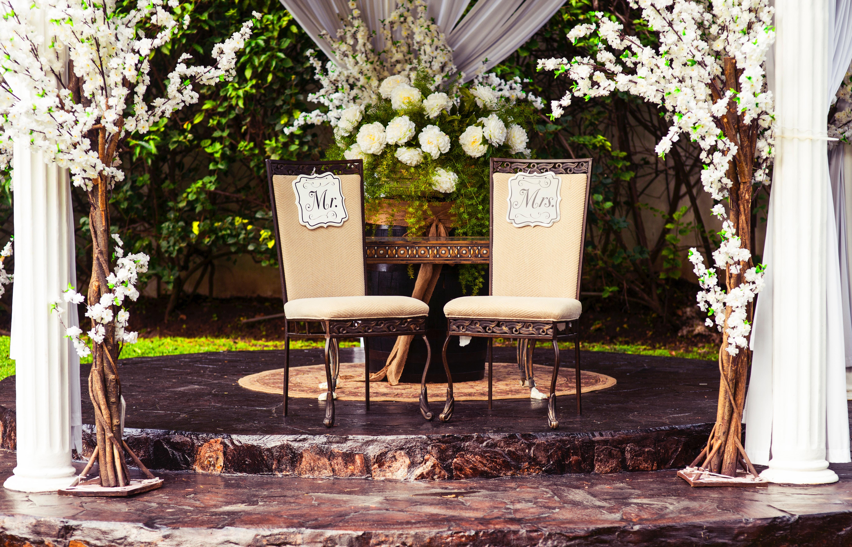 10 Vintage Wedding Ideas to Create Charm & Romance - mywedding