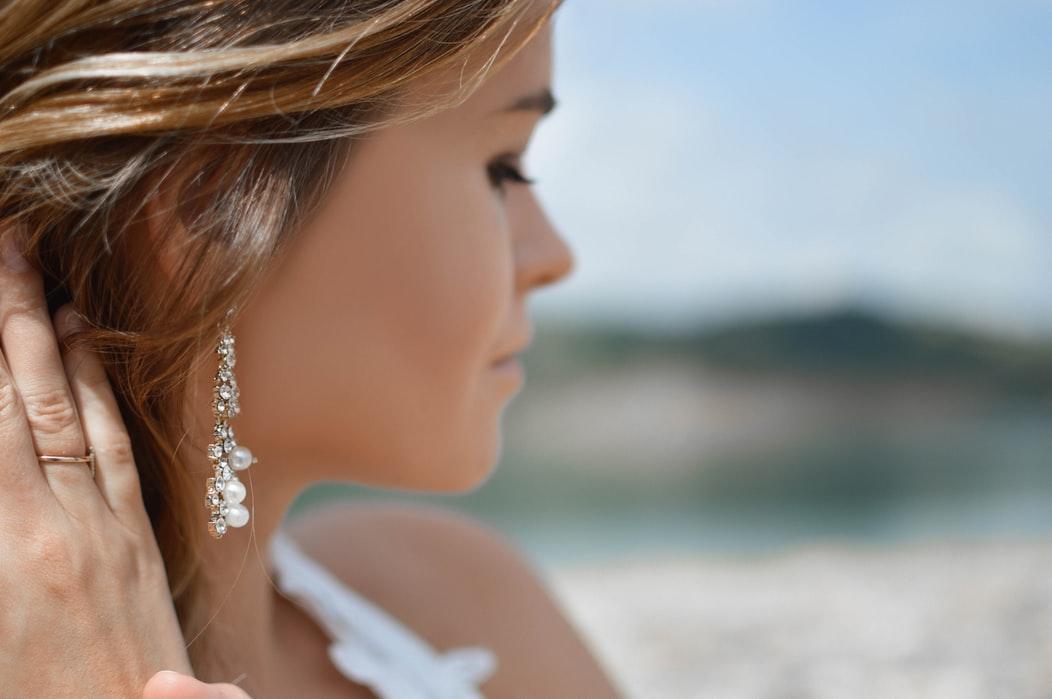 10 Elegant Statement Earrings