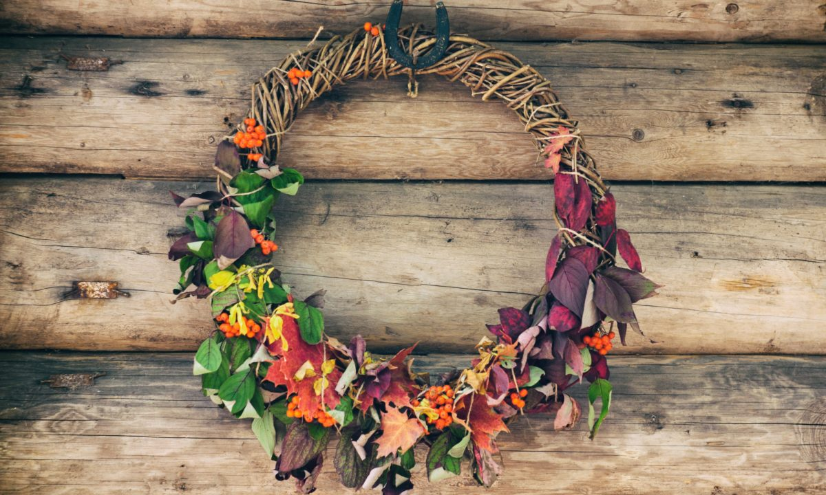 10 Fall Wreaths For Wedding Decor Inspiration