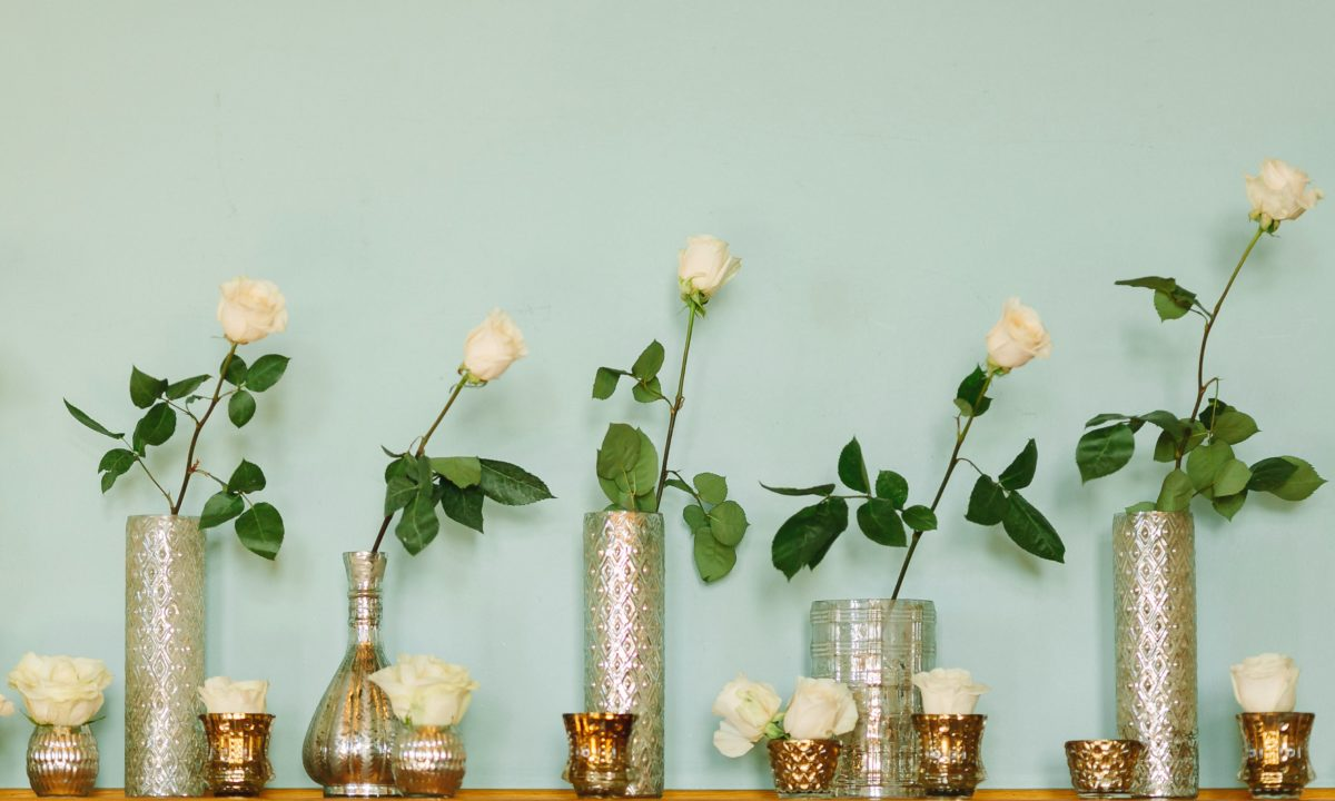 10 Ideas for White Rose Wedding Flowers for Your Ceremony and Reception