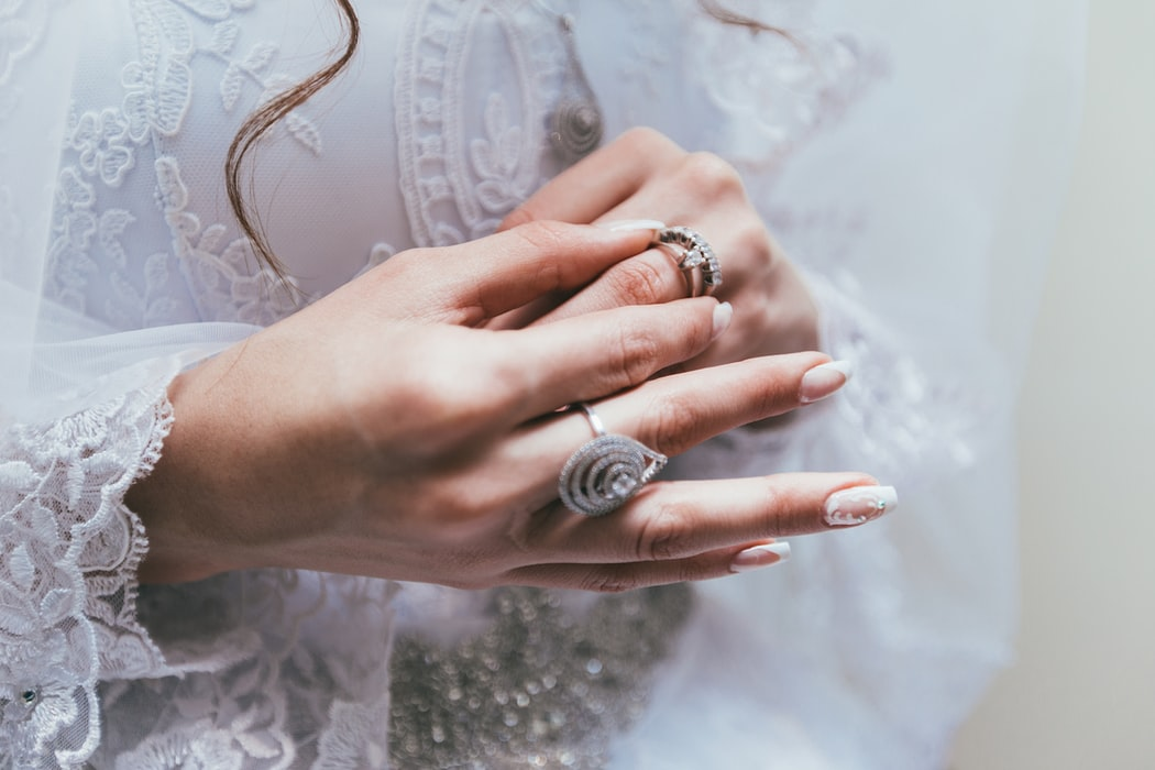 An Engagement Ring Guide to Diamond Color