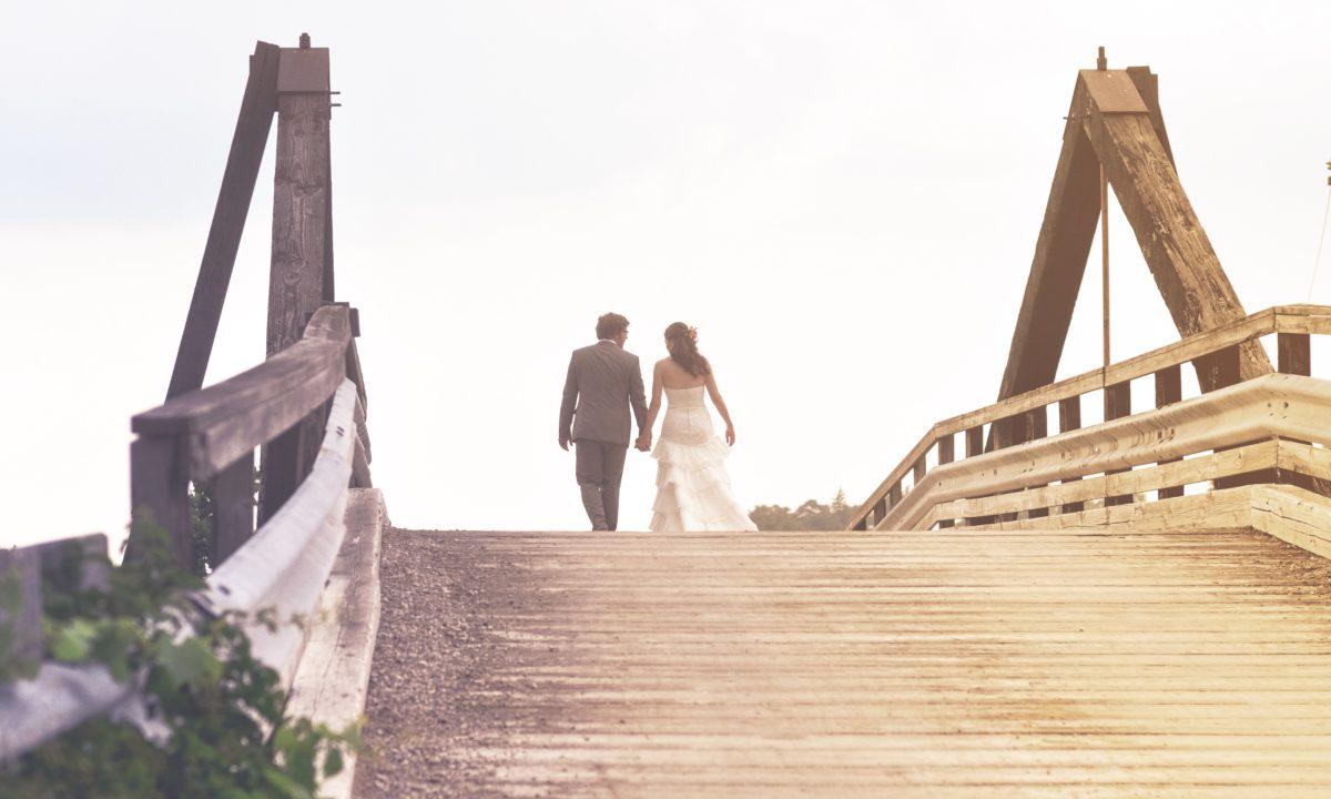 5 Honeymoon Registry Etiquette Questions