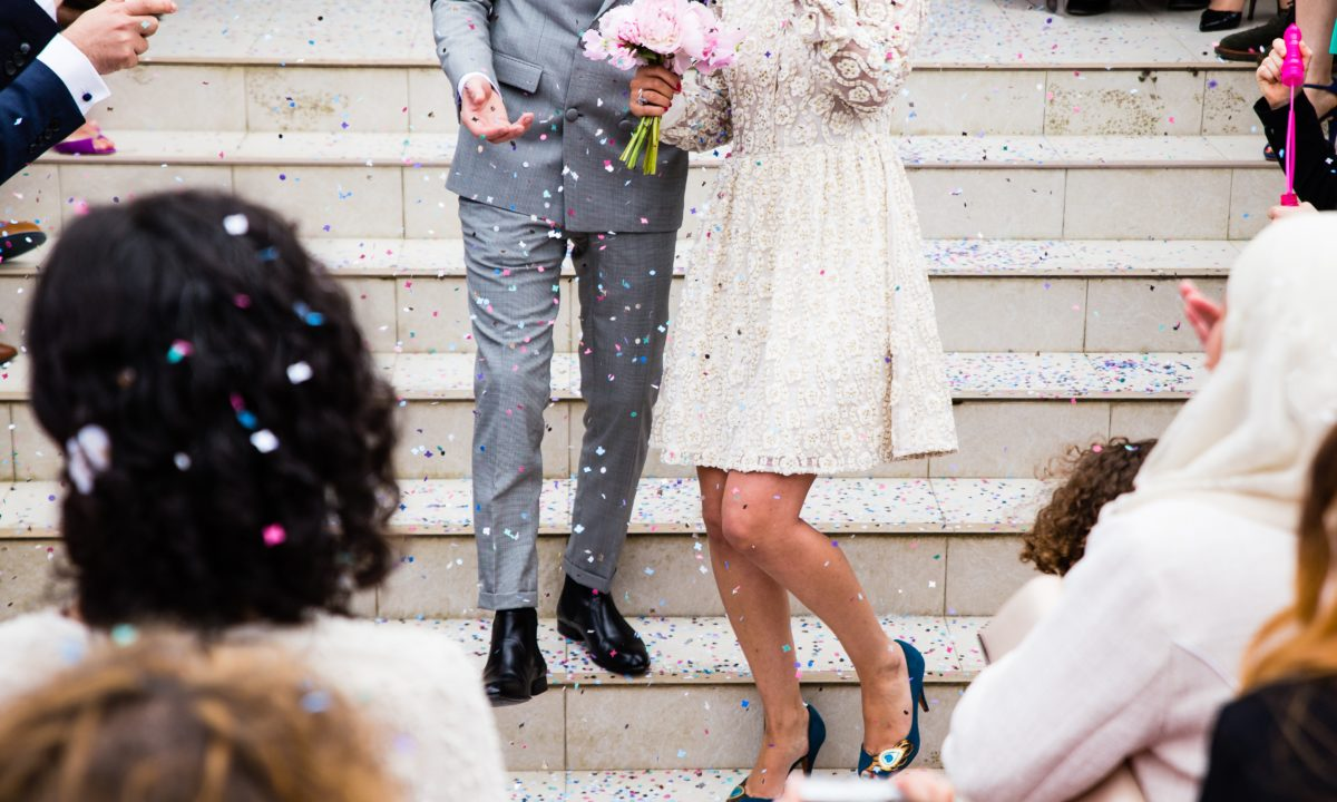 4 Ways to Let Wedding Guests Know About Last-Minute Changes