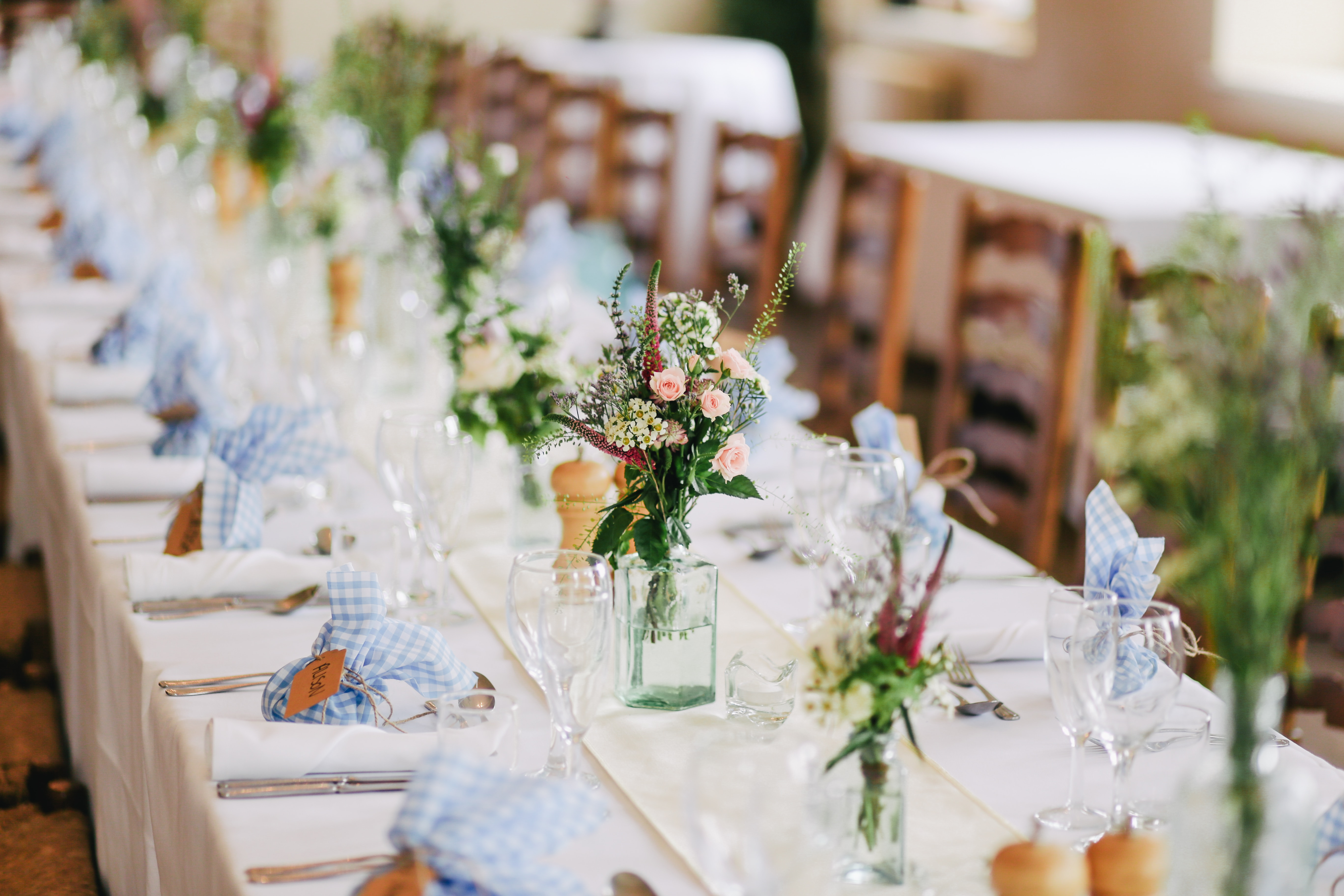 9 Trending Table Runners for Weddings - mywedding