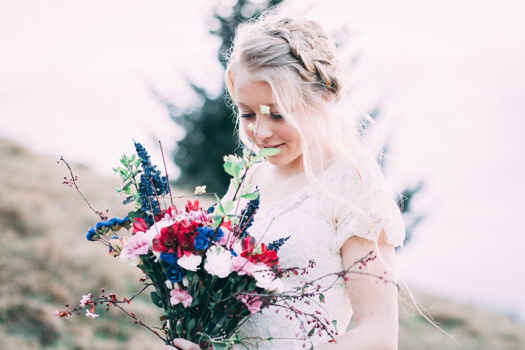 10 Stunning Alternative Bridal Headpieces That Go Beyond the Veil