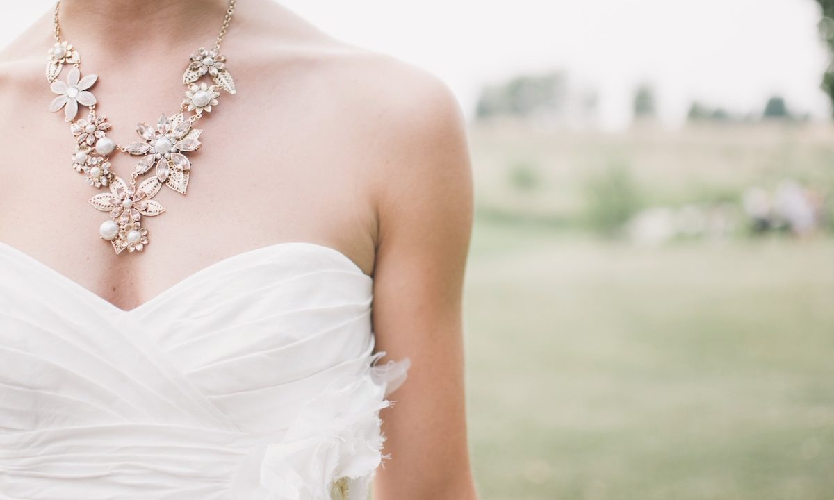 12 Wedding Day-Worthy Necklaces to Wear with Your Gown