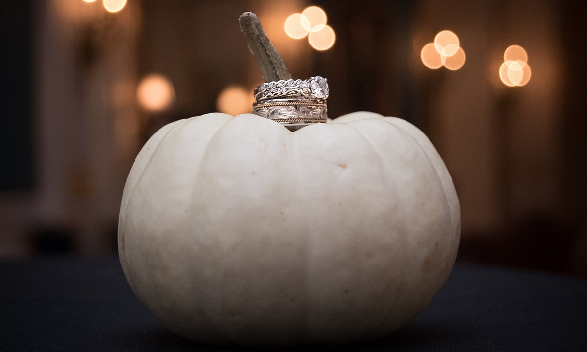 13 Stylish Halloween Wedding Decor Ideas
