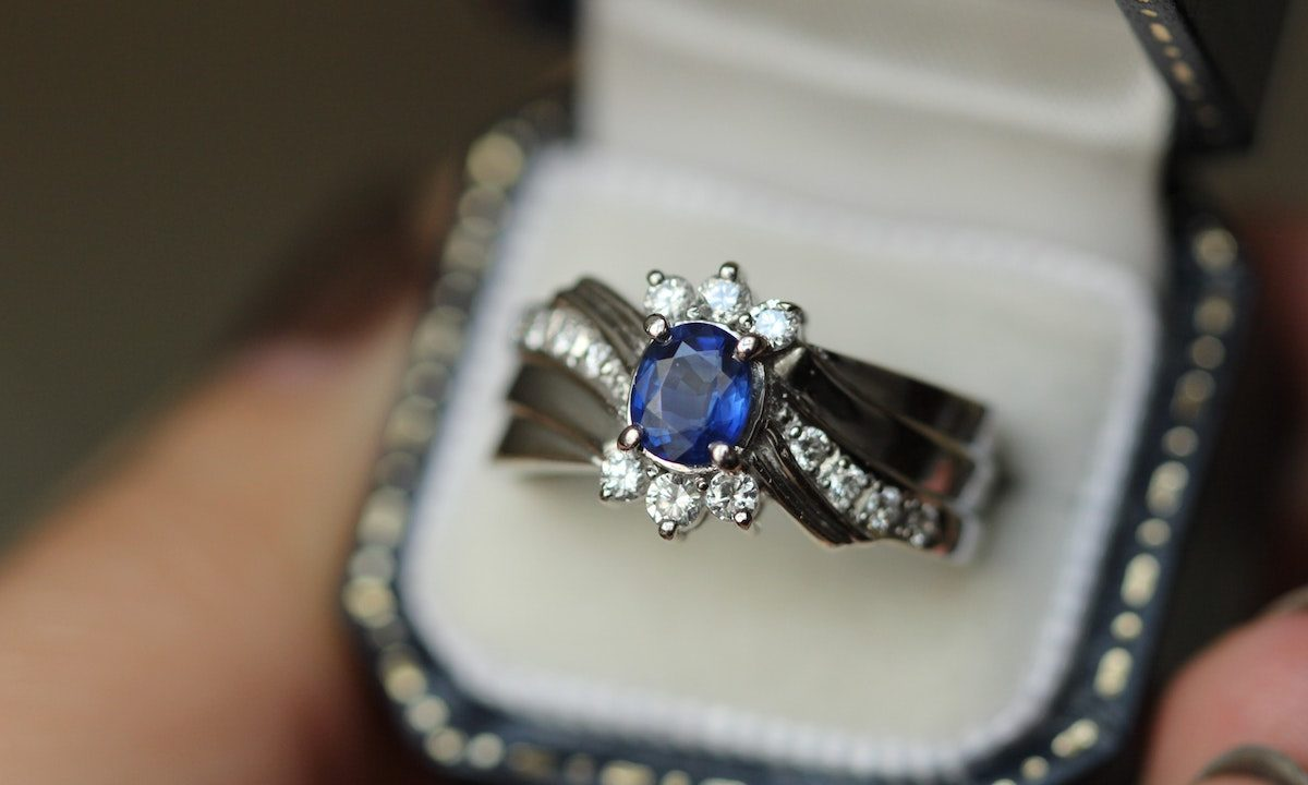 Best Sapphire Engagement Rings From Vintage To Modern Mywedding