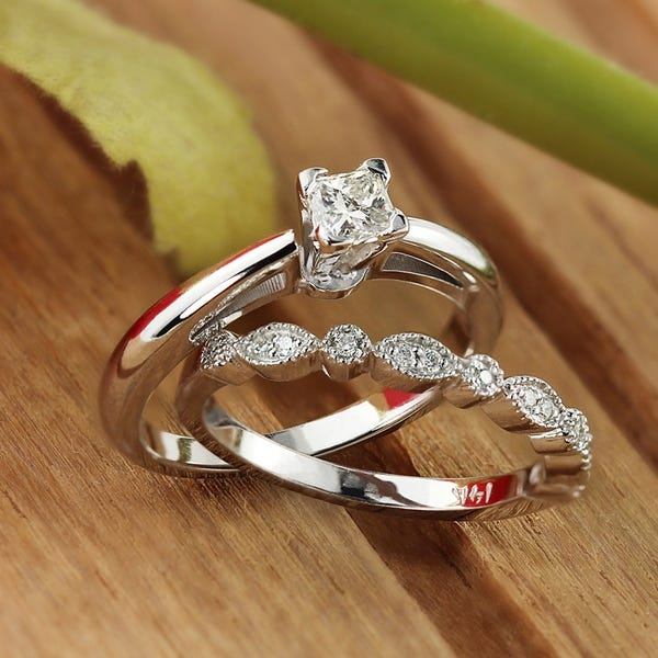 Auriya Vintage Solitaire and Wedding Band