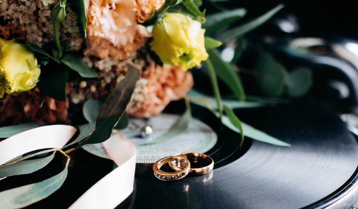 Advice and Etiquette Tips on How to Postpone a Wedding, From Experts