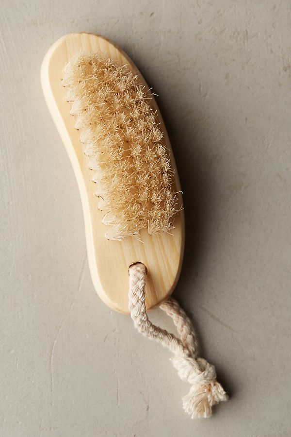 Oak Travel Nail Brush