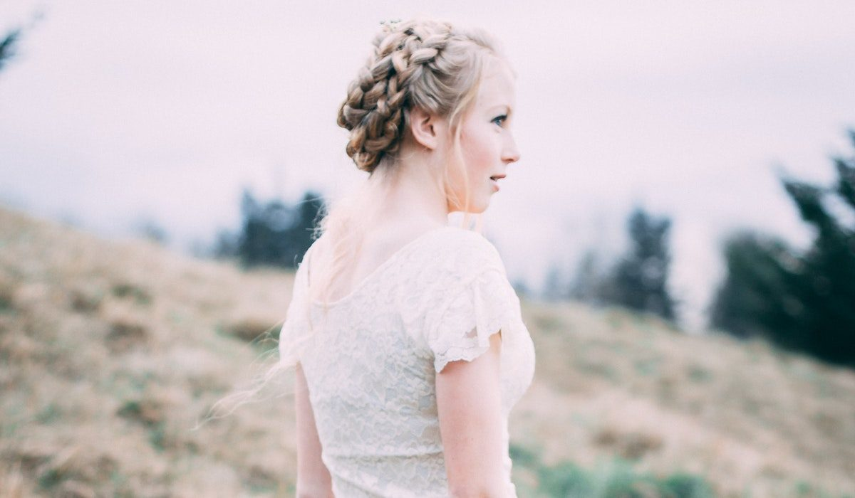 How to DIY the Perfect Bridal Hairstyle, According to Stylists