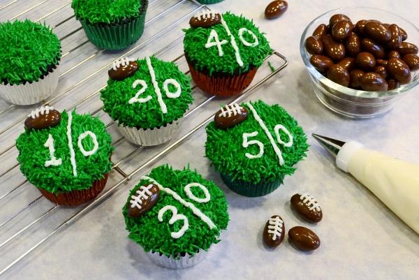 10 Groom's Cakes for Football Fans