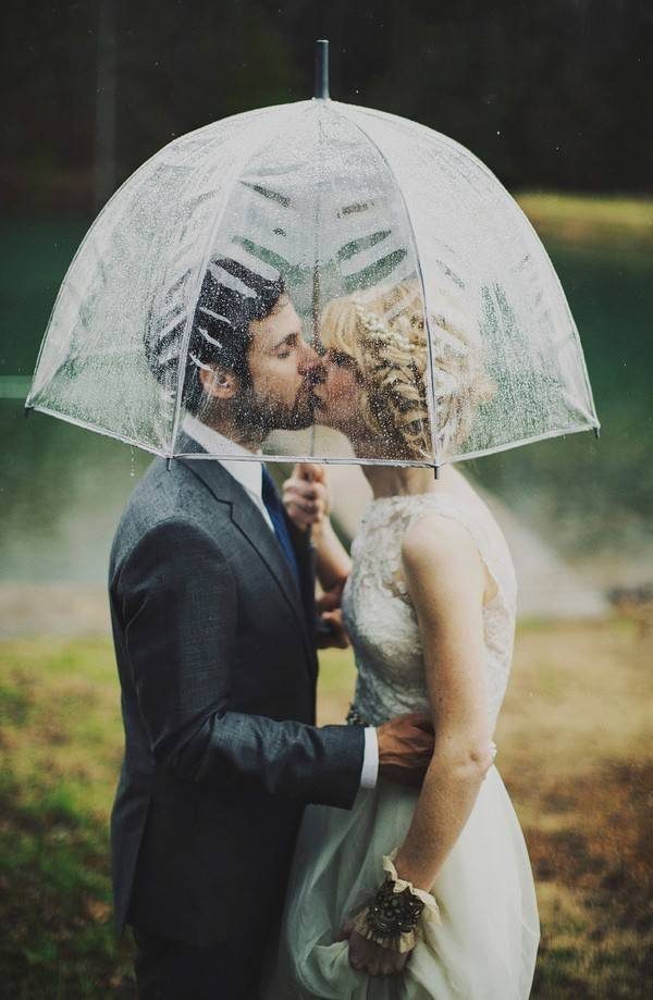 These Couples Totally Rocked Their Rainy Day Weddings