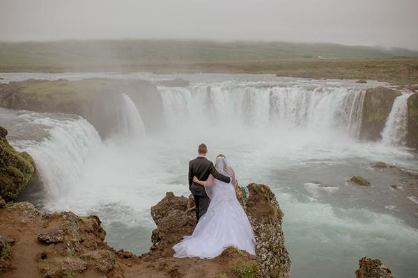 Angela & Richard's Dramatic Iceland Elopement by Photos by Miss Ann
