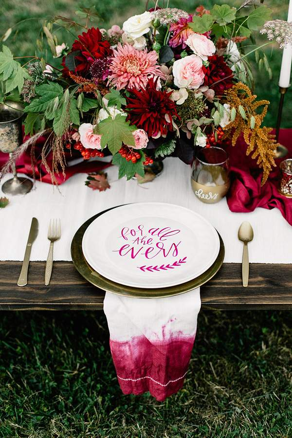 12 Popular Themed Wedding Place Settings