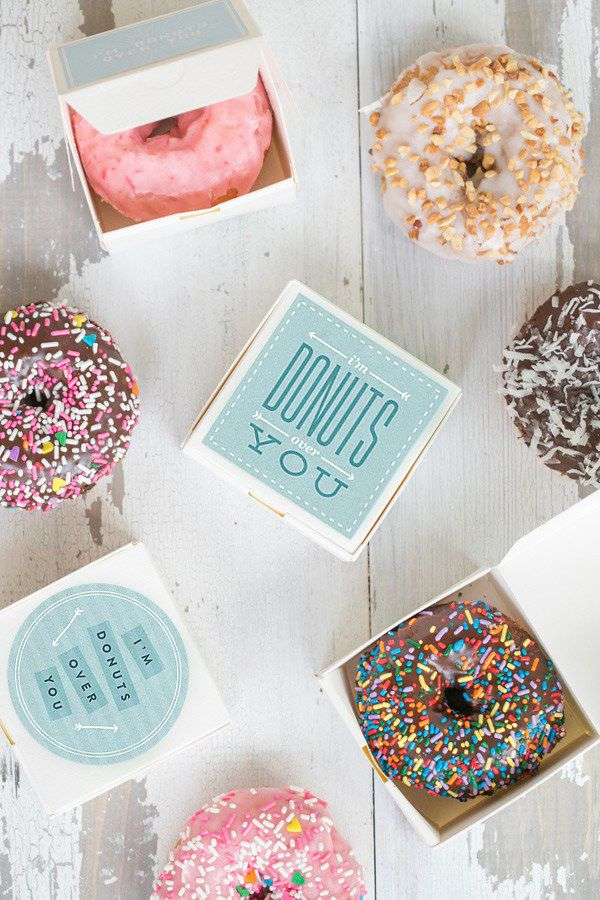 10 Food & Wine Wedding Favors