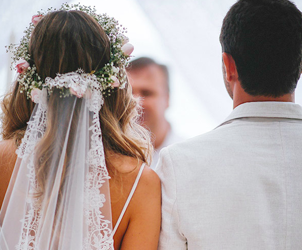 Lovely Lace Wedding Ideas for the Most Romantic Day