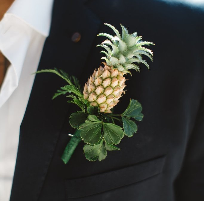 Stylish Groom Boutonniere Ideas for Summer Weddings