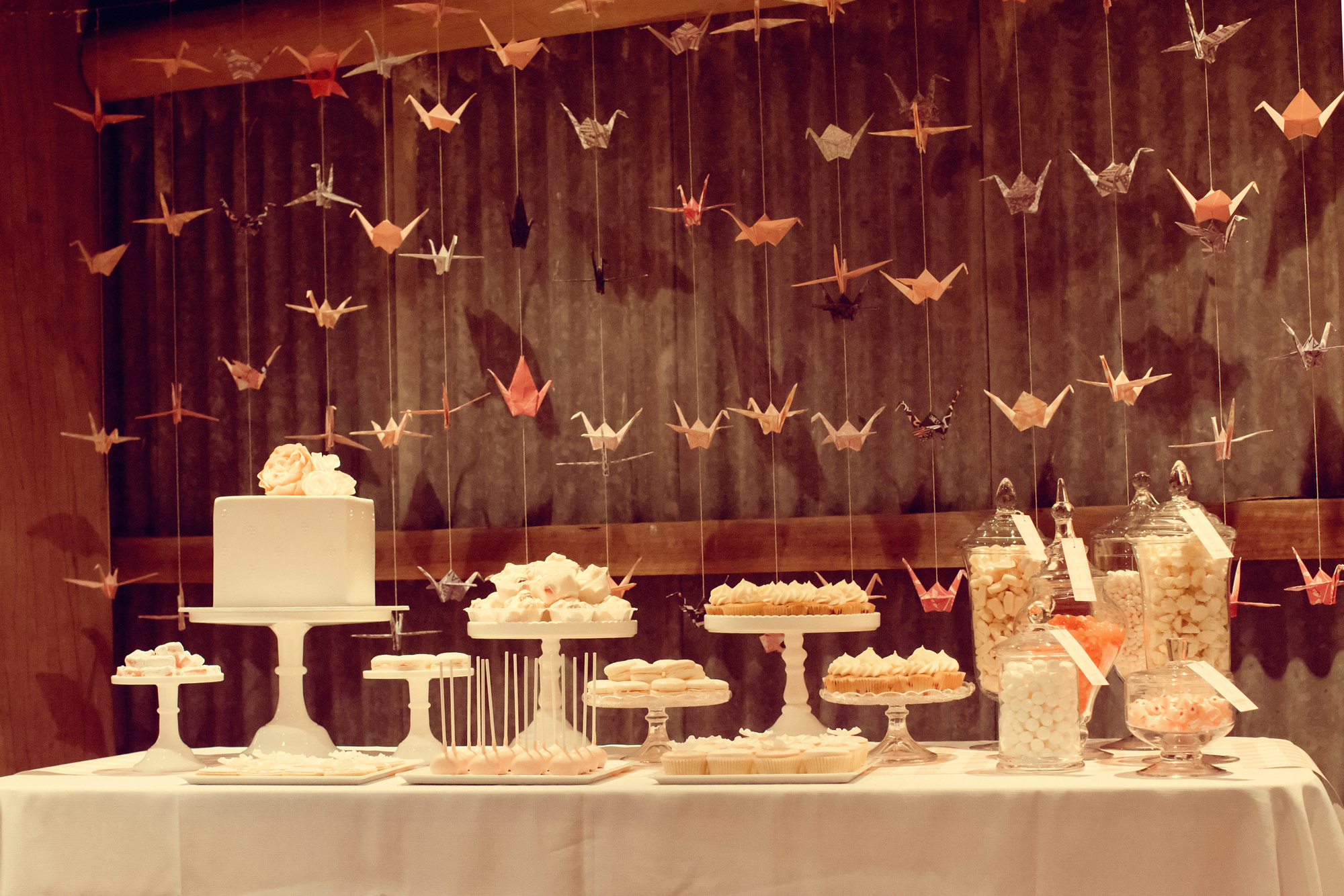 10 Delicious Wedding Dessert Table Ideas For Every Type of Bride